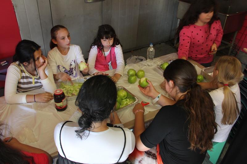 kars4kids_thezone_camp_girlsDivsion_activities_baking (63).JPG