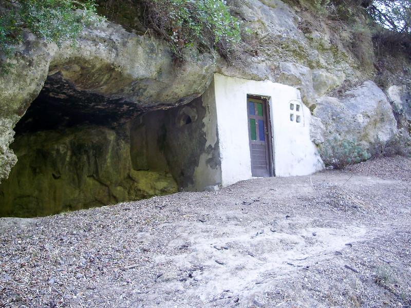 09-Een-kerkje-in-de-rotsen.JPG