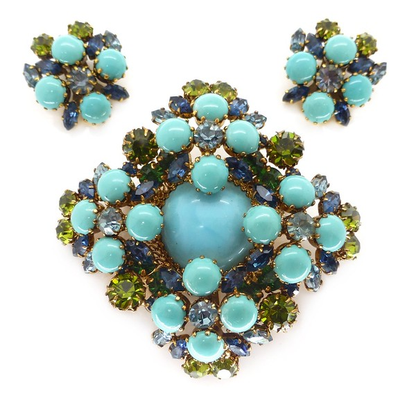 VINTAGE MID-CENTURY AUSTRIAN BLUE GLASS CABOCHON RHINESTONE BROOCH & EARRINGS SET