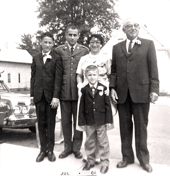 Family at Edwins & Lynns Wedding 1964.JPG