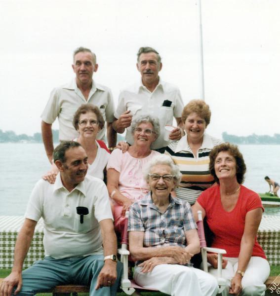 1979 Hec, Clyne, Guyla, Helen, Nelda, Hollis, Nellie and Viv.jpeg