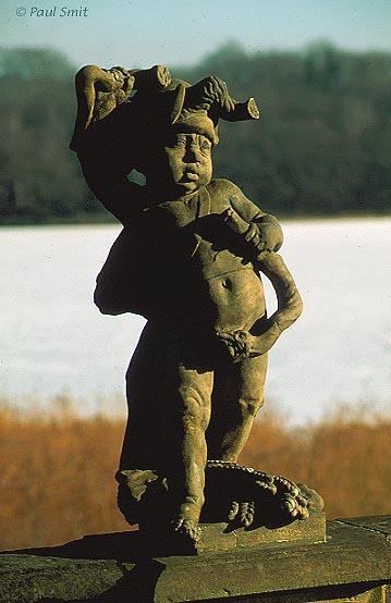[GERMANY.SACHSEN 7316] 'Baroque fun.' Sculpture in the garden of Schloß Moritzburg. Photo Paul Smit.