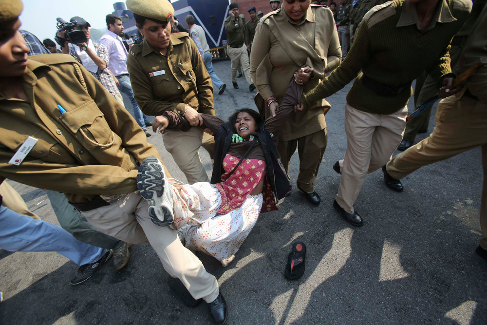 . Policewomen detain a demonstrator near the presidential palace during a protest rally in New Delhi December 22, 2012. Indian police used batons, tear gas and water cannon to turn back thousands of people marching on the presidential palace on Saturday in intensifying protests against the gang-rape of a woman on the streets and on social media. REUTERS/Adnan Abidi
