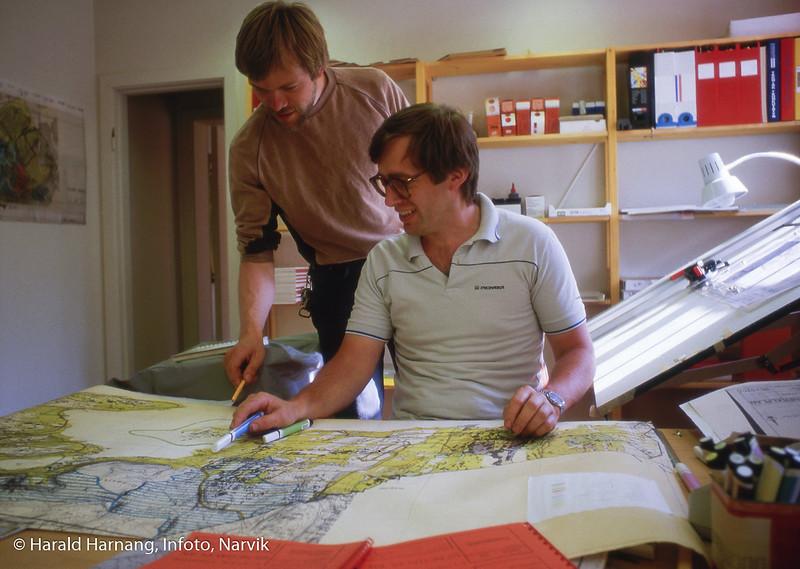 Tror dette er Ofoten interkommunale plankontor, avd Ballangen med Snorre Navjord ved bordet.