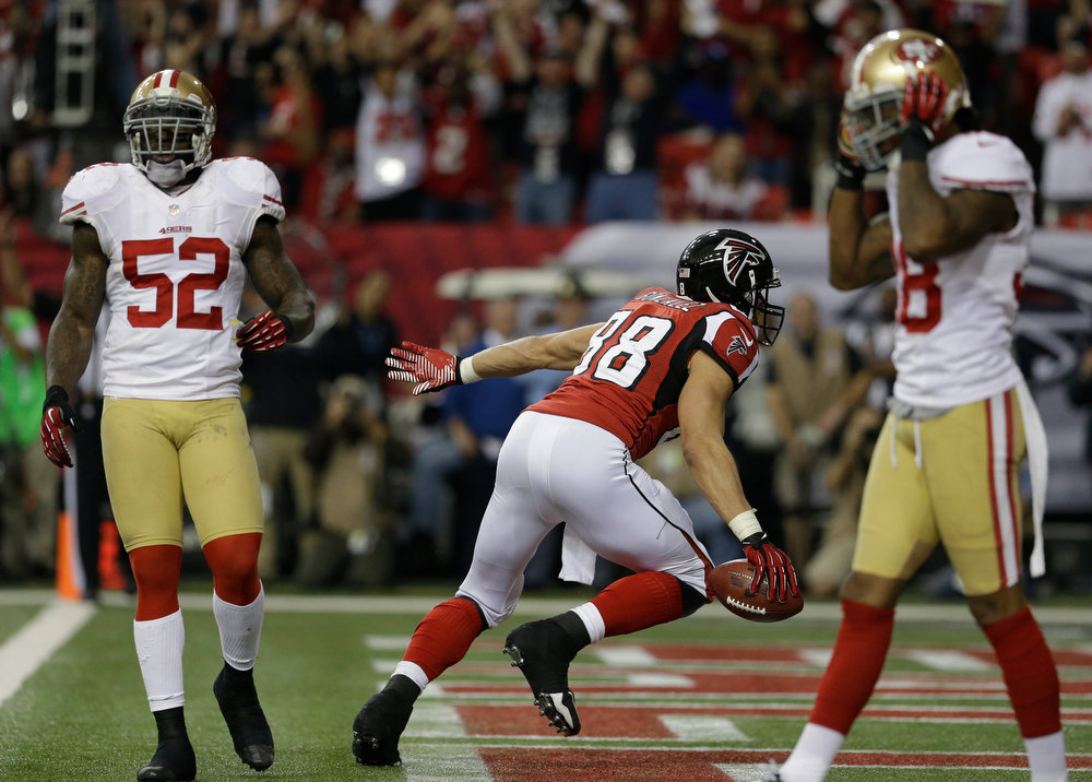 Description of . Atlanta Falcons\' Tony Gonzalez celebrates after his 10-yard touchdown catch during the first half of the NFL football NFC Championship game against the San Francisco 49ers Sunday, Jan. 20, 2013, in Atlanta. (AP Photo/Mark Humphrey)