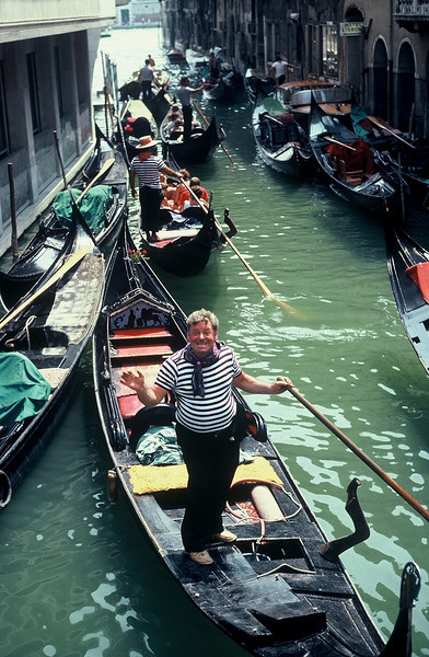 Rob and I went to Venice...all I got was a photo of this lousy gonolier...