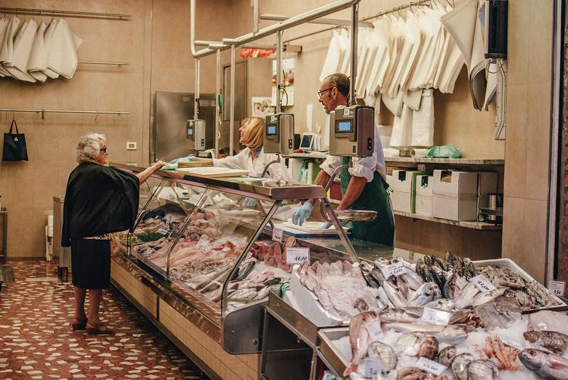 fish shop lady buying vsco fuji superia 800 (1 of 1).jpg