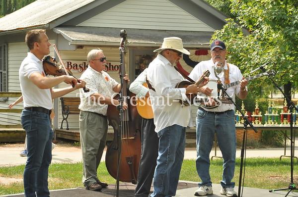 07-14-18 NEWS Sauder Village Fiddle Players