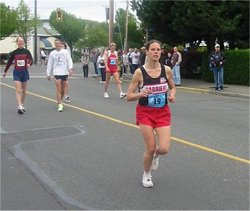 2003 Times-Colonist 10K - Meghan Day warms up