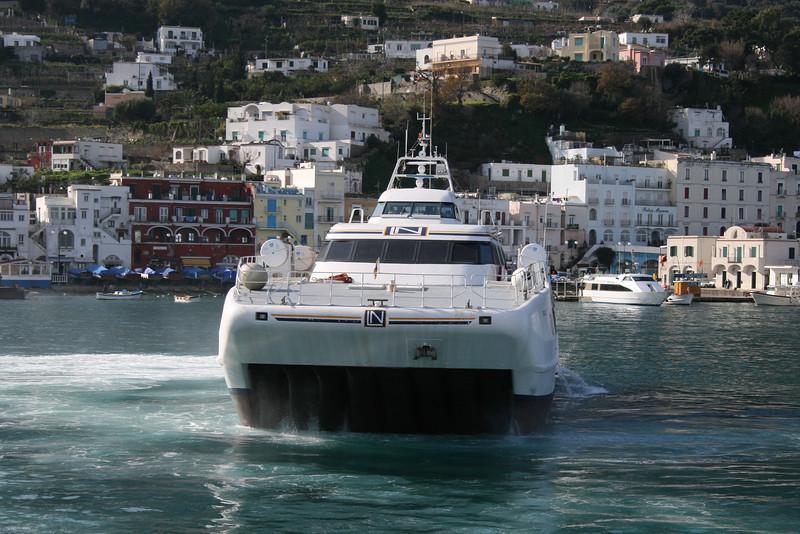 2010 - HSC PONZA JET maneuvering in Capri.