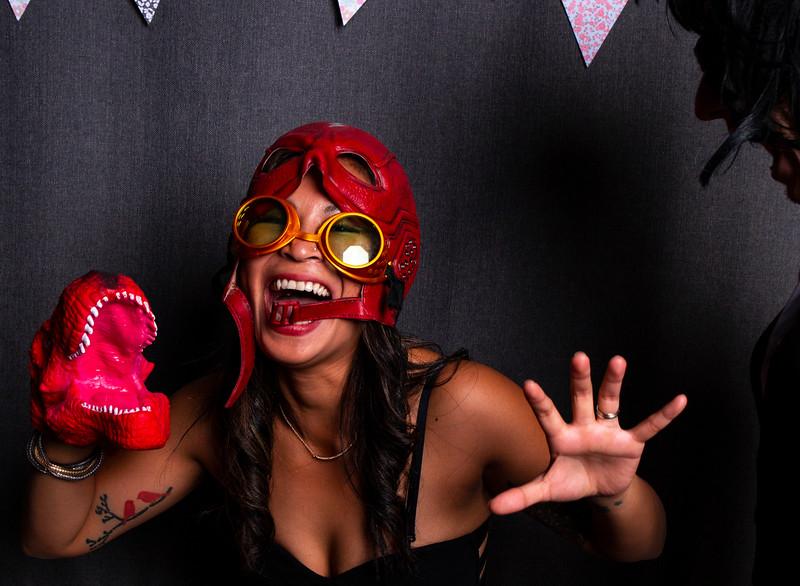 Montreal_Wedding_Photographer_Lindsay_Muciy_Photography+Video_M&E_PHOTOBOOTH_115.jpg
