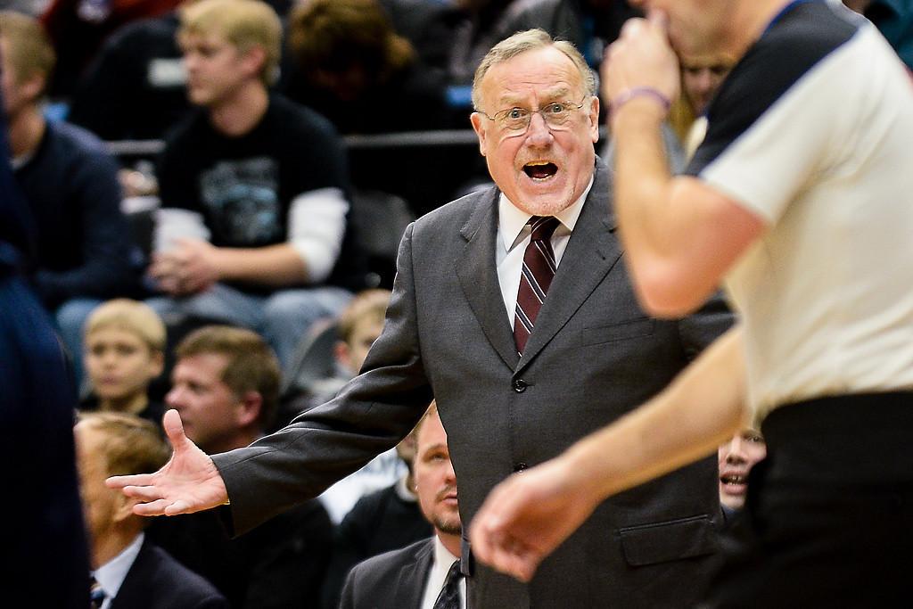 . Minnesota Timberwolves head coach Rick Adelman complains to the referee. (Pioneer Press: Ben Garvin)