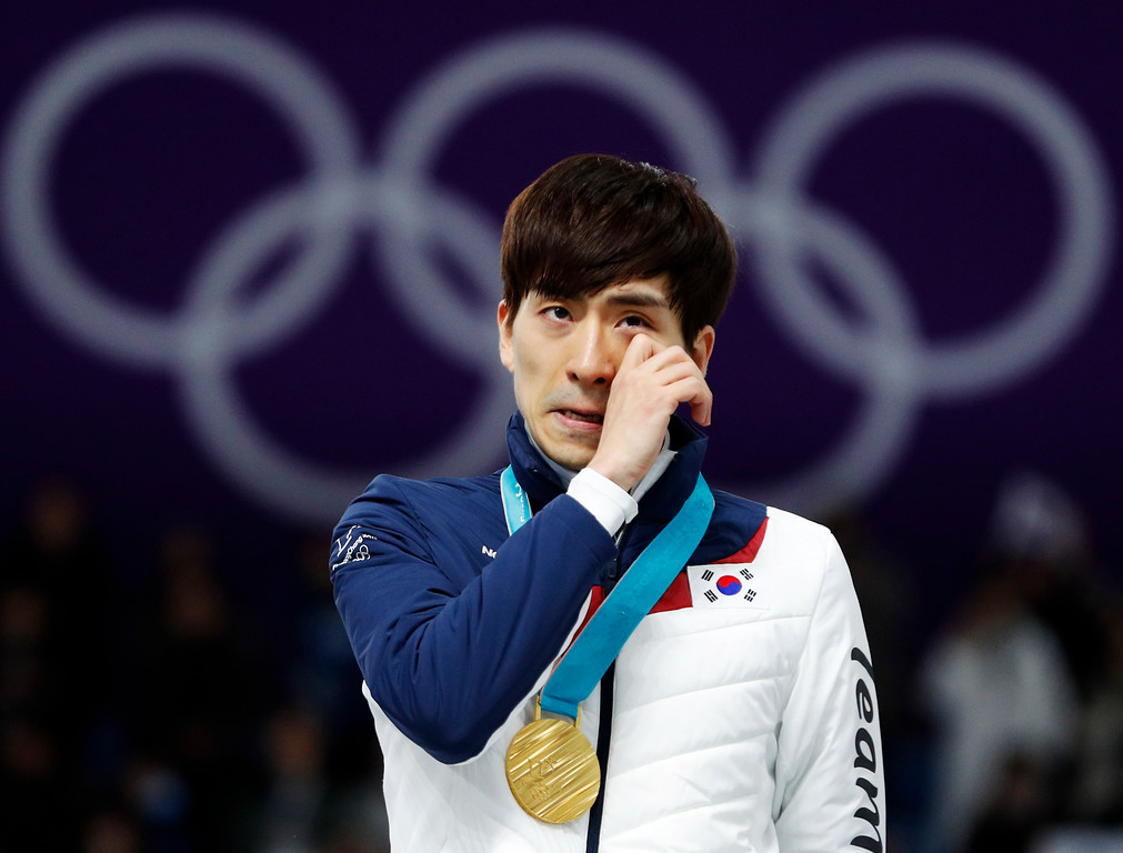 . Gold medalist Lee Seung-hoon of South Korea wipes a tear on the podium of the men\'s mass start speedskating race at the Gangneung Oval at the 2018 Winter Olympics in Gangneung, South Korea, Saturday, Feb. 24, 2018. (AP Photo/John Locher)