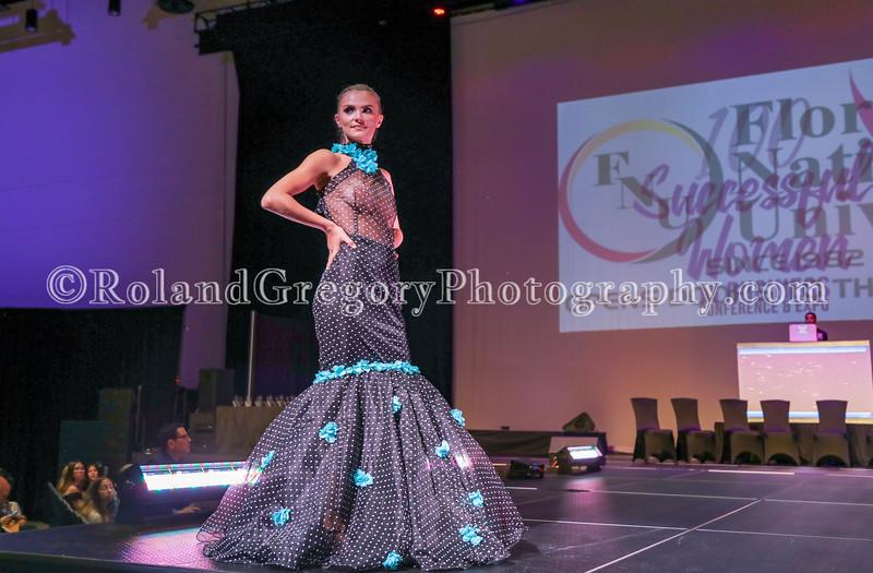 100 Womens Fashion show2019-3454.jpg