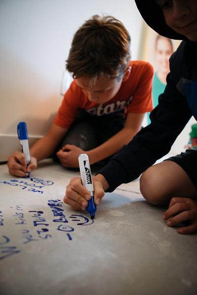 floor_signing_stjude-22.jpg