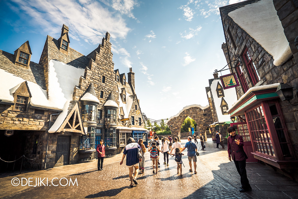 Universal Studios Japan - The Wizarding World of Harry Potter - Hogsmeade overview 3