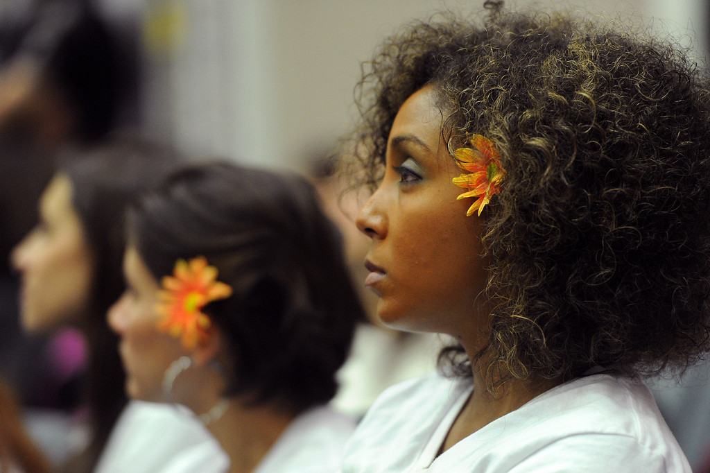. People wears daisies in support of LAUSD Superintendent John Deasy during a school board meeting at LAUSD headquarters, Tuesday, October 29, 2013. (Photo by Michael Owen Baker/L.A. Daily News)