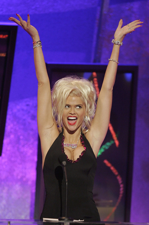 . ** FILE ** Anna Nicole Smith introduces Kanye West during the 32nd annual American Music Awards in this Nov. 14, 2004, file photo in Los Angeles. Smith, 39, the former Playboy playmate whose bizarre life careened from marrying an octogenarian billionaire to the untimely death of her son, died Thursday, Feb. 8, 2007, after collapsing at a South Florida hotel, one of her lawyers said. (AP Photo/Mark J. Terrill, file)