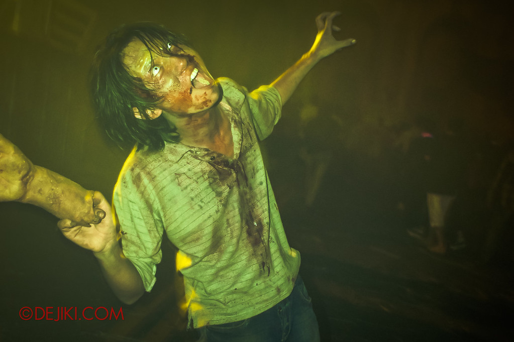 Halloween Horror Nights 2011 Singapore POST-APOCALYPTIC RAGE scare zone