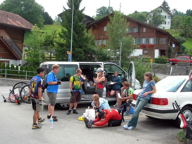 August 11 (80km/1073m): A couple times a day, we stop with the support vehicle. Mainly to eat lots.  Maps/GPS/Heart rate: at Motionbased in GoogleEarth at Google Maps