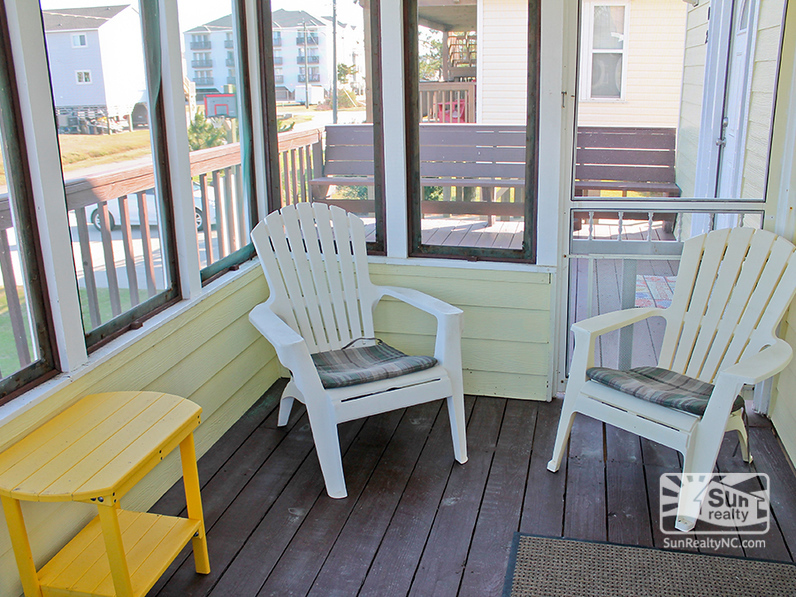Screened-In Front Porch and Deck Seating