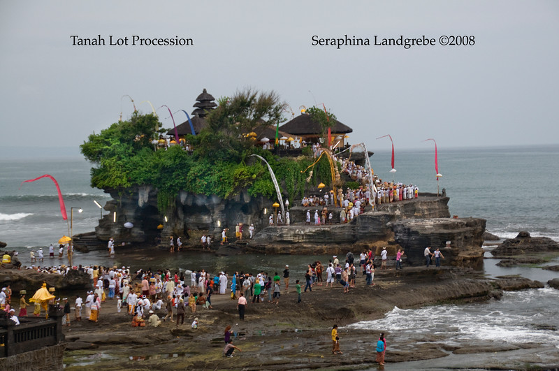 _DSC3934Procession Tanah Lot.jpg