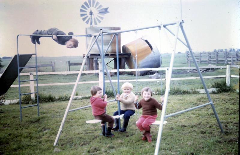 1968-6-13 (15) David 4 yrs 6 mths, Robyn 2 yrs 2 mths, Susan 2 yrs 11 mths, Kim 4 yrs 10 myhs.JPG