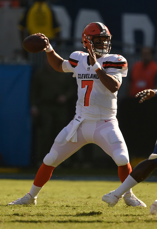 . Cleveland Browns quarterback DeShone Kizer passes against the Los Angeles Chargers during the first half of an NFL football game Sunday, Dec. 3, 2017, in Carson, Calif. (AP Photo/Kelvin Kuo)