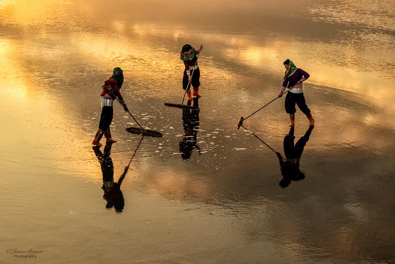 Girls at the salt flats, Huian