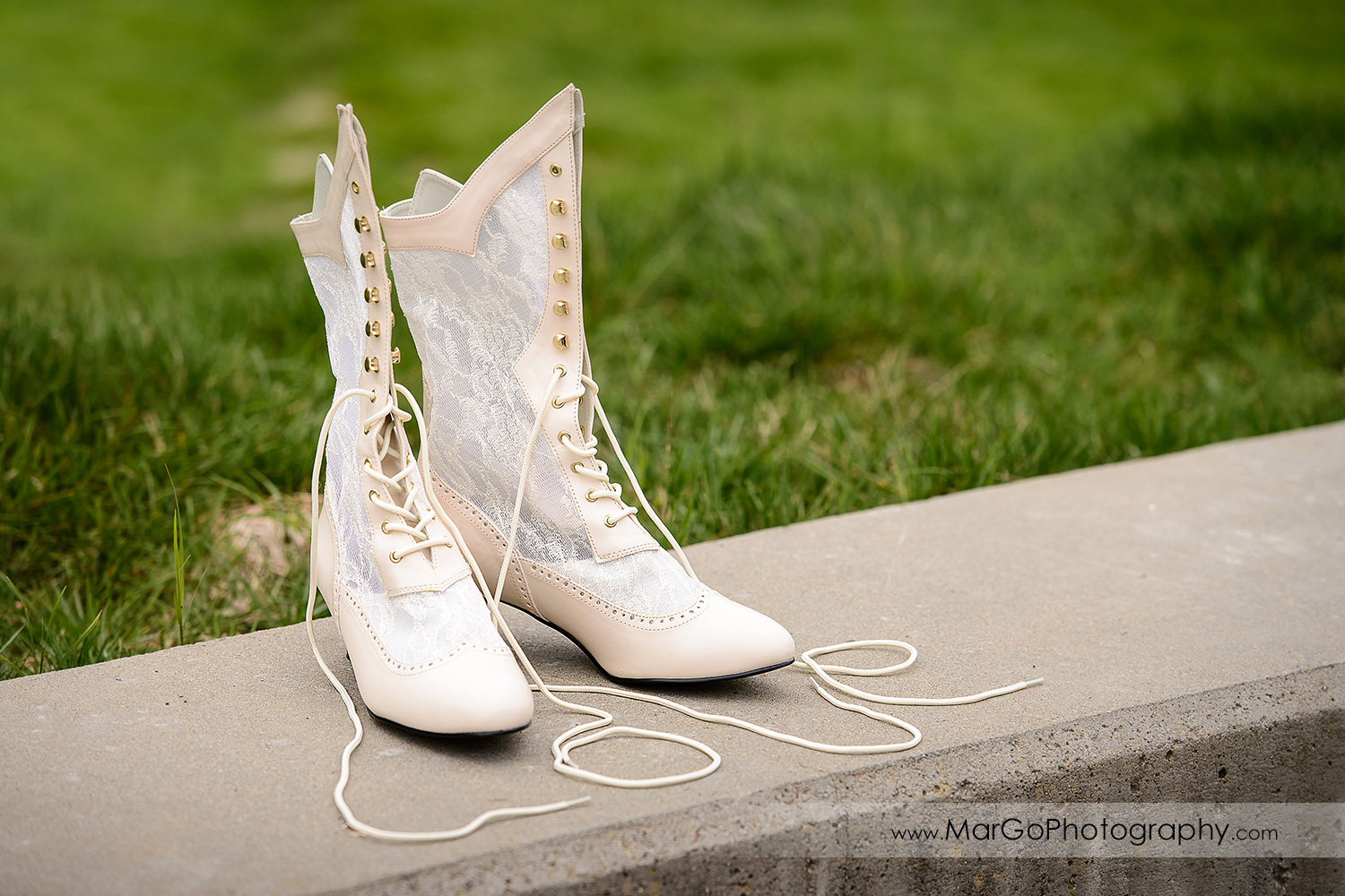 wedding shoes at Las Positas Golf Course in Livermore