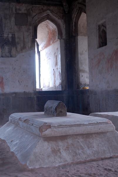 Ludi Gardens Tomb Inside.jpg