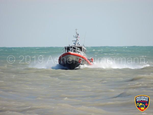 Kitesurfer in distress on April 19, 2019
