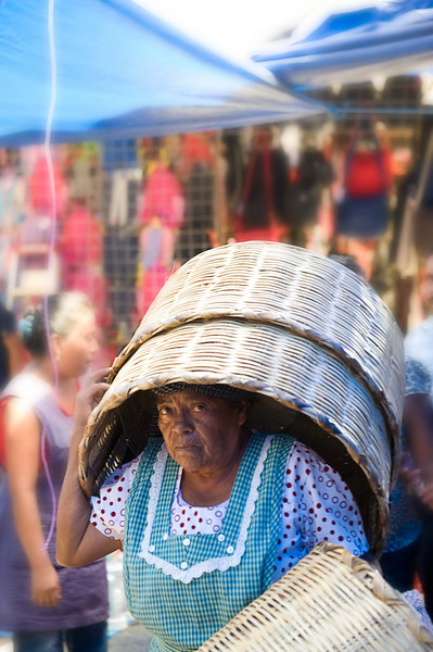 Basket Head Lady3287.jpg