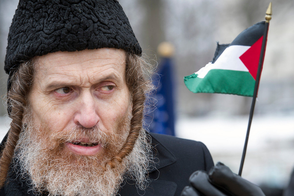 . Rabbi Yeshie Schwartz, from New York, N.Y., holds a Palestine flag while joining a protest calling for the abolishment of Israel, Tuesday, March 3, 2015, on Capitol Hill in Washington, Tuesday, March 3, 2015, where Israeli Prime Minister Benjamin Netanyahu was to address a Joint Session of Congress. (AP Photo/Cliff Owen)