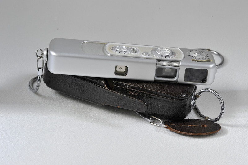Minox B with case and strap. Box and books included.