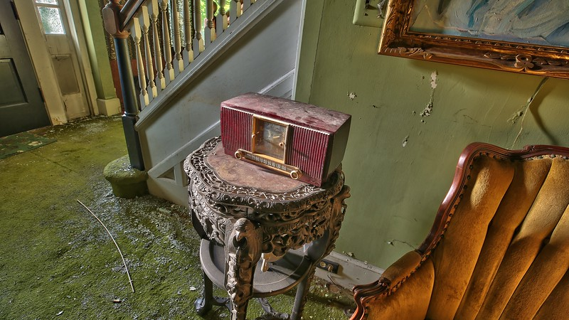 Inside An Abandoned WWII Army Surgeon's House (34).jpg