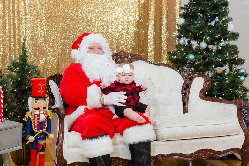 FADS Picture with Santa-323.jpg