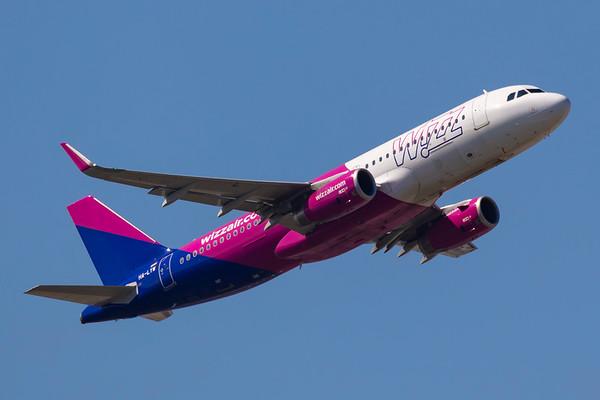 HA-LYW - Airbus A320-232