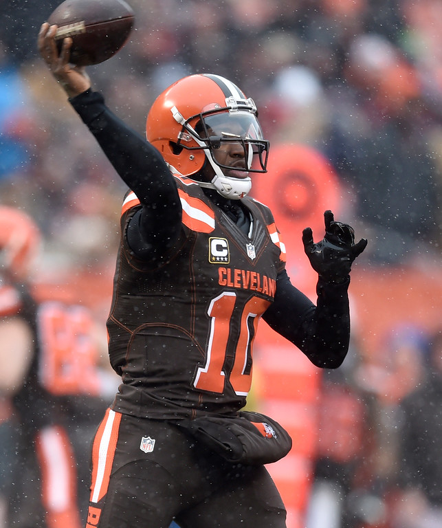 . Cleveland Browns quarterback Robert Griffin III passes in the first half of an NFL football game against the Cincinnati Bengals, Sunday, Dec. 11, 2016, in Cleveland. (AP Photo/David Richard)