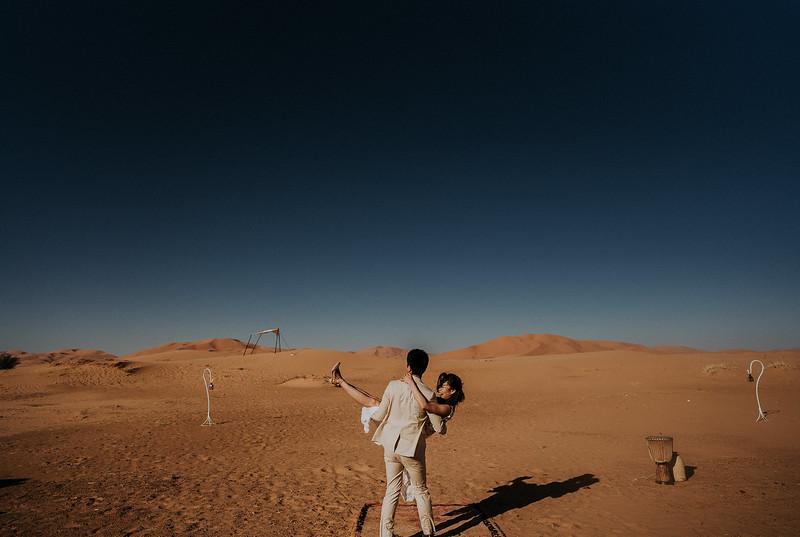 Tu-Nguyen-Destination-Wedding-Photographer-Morocco-Videographer-Sahara-Elopement-530.jpg