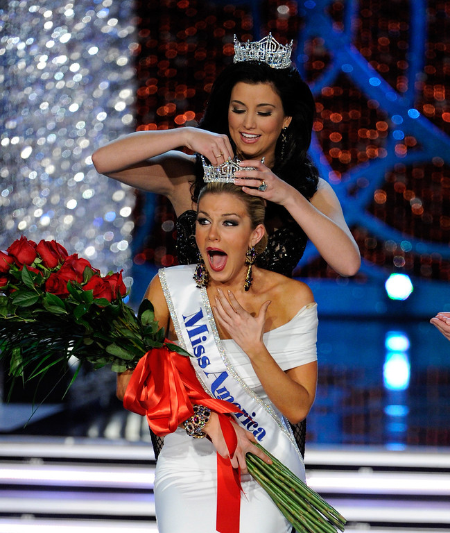 . Miss America 2012 Laura Kaeppeler crowns Mallory Hytes Hagan of New York the new Miss America during the 2013 Miss America Pageant at PH Live at Planet Hollywood Resort & Casino on January 12, 2013 in Las Vegas, Nevada.  (Photo by David Becker/Getty Images)