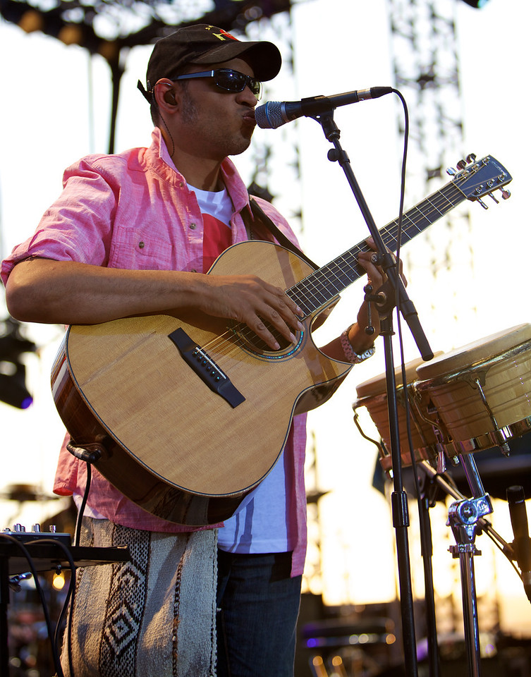 guitarist and singer Raul Midon playing with bass player Richard Bona at Jazz à Juan 2011