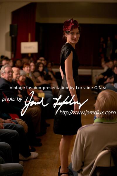 vintage_fashion_show_09_f2521608.jpg
