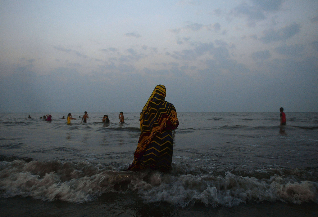 . Indian women offer prayers in the sea during the \'Chhath Puja\' festival in Mumbai on November 8, 2013.    AFP PHOTO/ PUNIT PARANJPE/AFP/Getty Images
