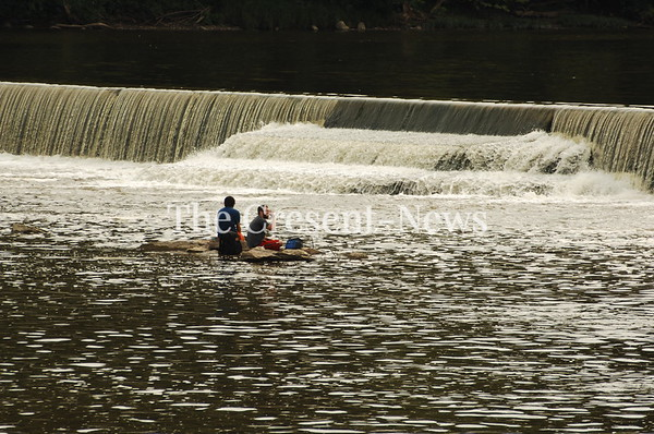 07-29-18 NEWS People at Independence Dam