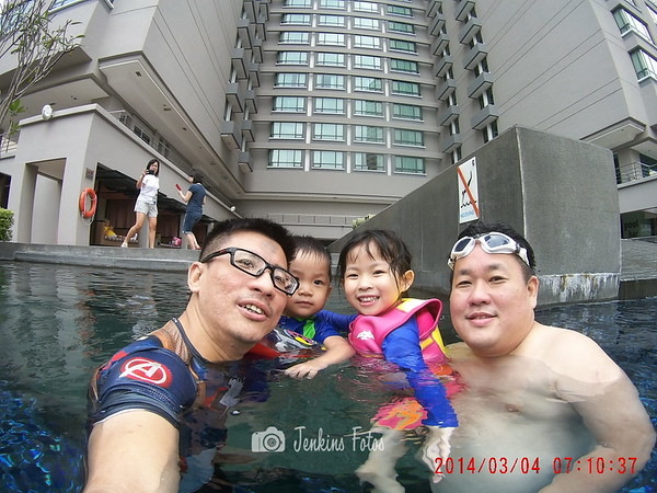 2016-11-12 Swimming at G-Hotel