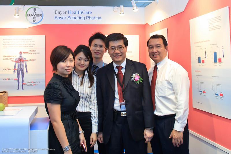 Marina Lee, Khoo Yun Ni, Ong Eu Wen, Dr Ng Soo Chin and Mr Peter Tan - Bayer