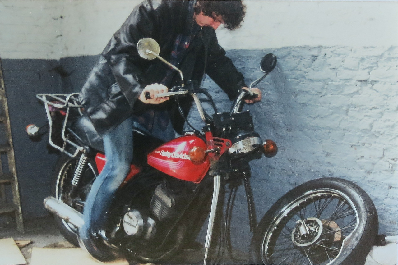 1982 eerste motorfiets. Harley Davidson SST 250. Zes maanden later
