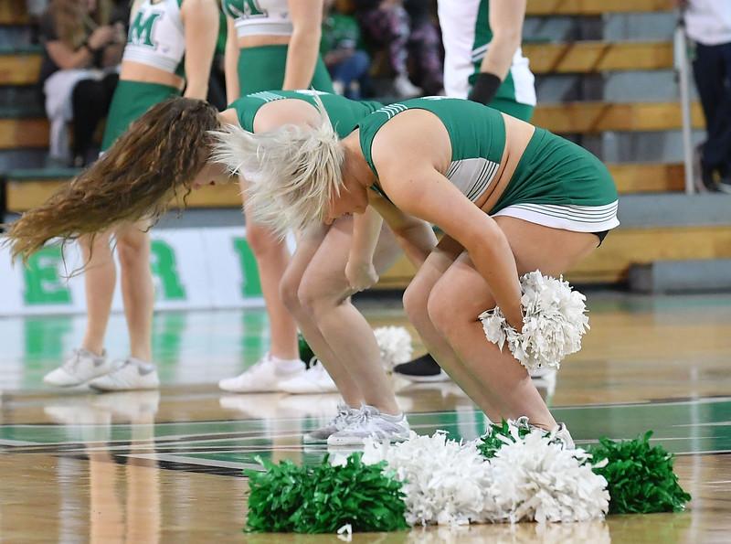 cheerleaders3390.jpg