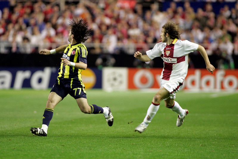 Gökhan Gönül (Fenerbahçe, left) and Diego Capel (Sevilla). UEFA Champions League first knockout round game (second leg) between Sevilla FC (Seville, Spain) and Fenerbahce (Istambul, Turkey), Sanchez Pizjuan stadium, Seville, Spain, 04 March 2008.
